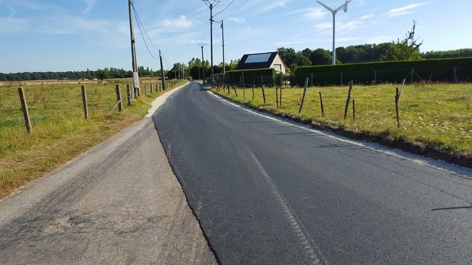 2015-08-01_route-troncq-stationnement